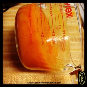 When you mix baking soda and persimmon pulp, it will turn to a solid in just a few minutes' time!